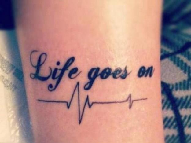 Short Female Tattoo Ideas Quotes: Tatuaggio Con Scritta